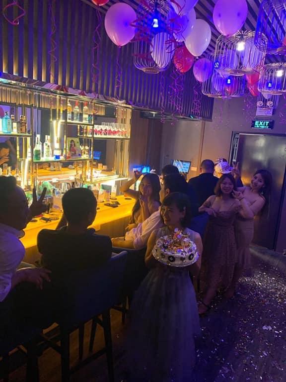Khai trương Bar