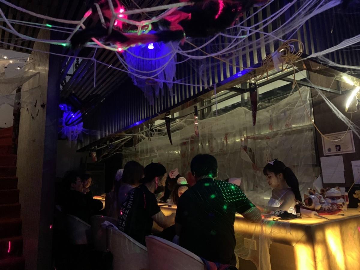khách hàng đến Tanabata đêm Halloween
